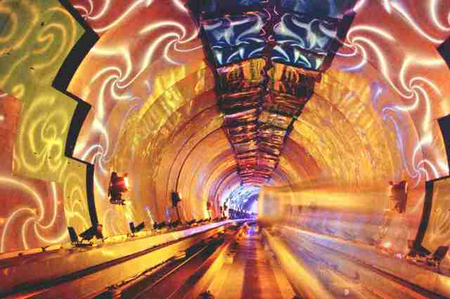 Bund Sightseeing Tunnel – Shanghai, Cina