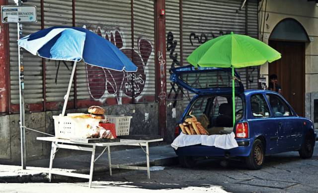 Venditore Ambulante, Pane, Palermo, Street Food Tour © smARTraveller