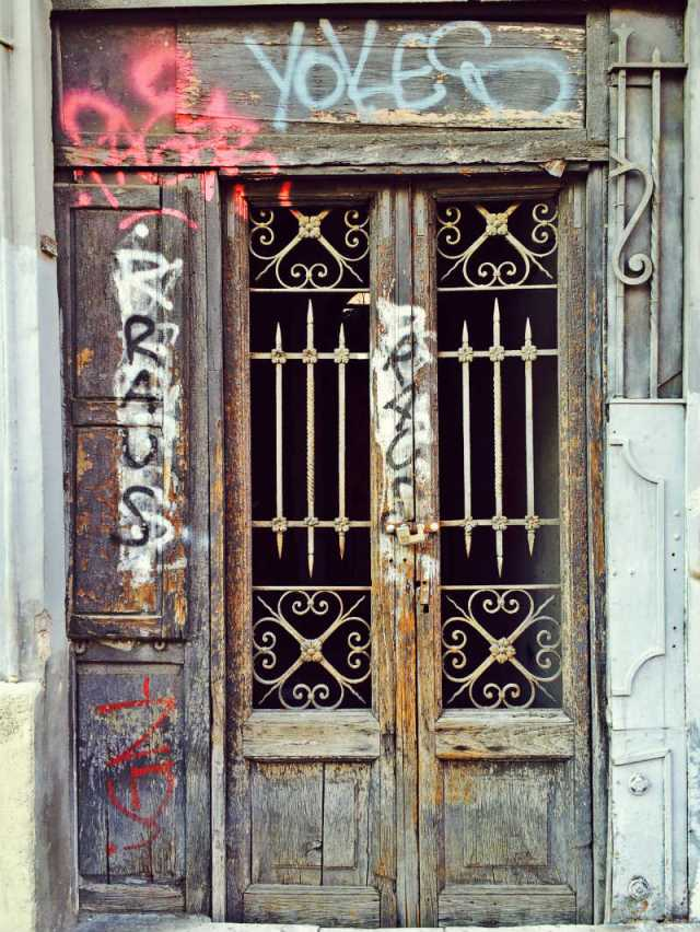 Abandoned House and Broken door San Lorenzo Roma © smARTraveller