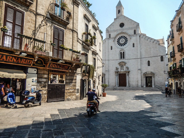 Piazza dell'Odegitria Bari www.smartraveller.it