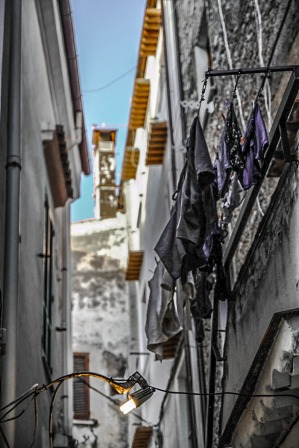 Narrow Street in Sperlonga © smartraveller blog