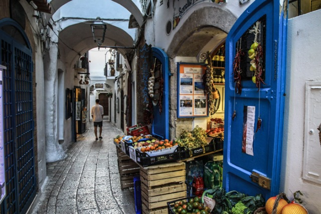 scorcio : narrow street - Sperlonga © smartraveller blog