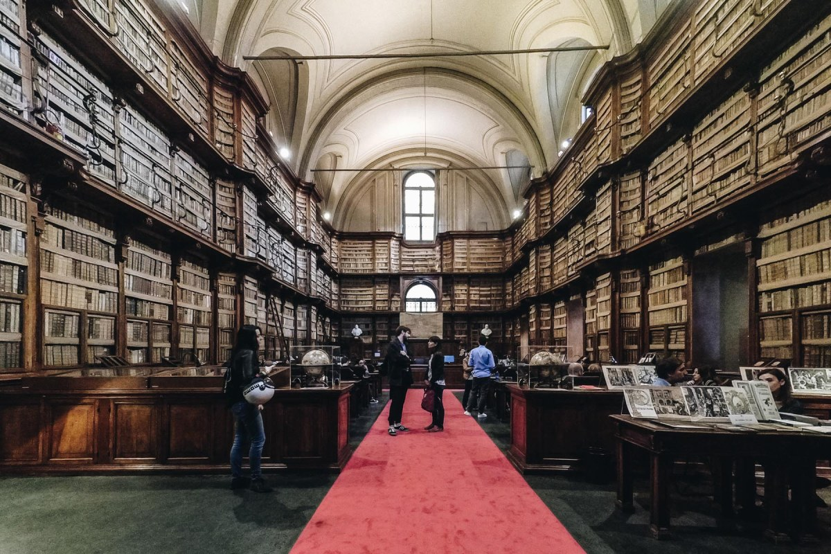 Roma, visita all'antica Biblioteca Angelica